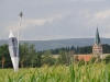 Photosymbiose vor Kirche in Wirbenz